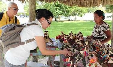 Turistas-productos-Flores-RIGOBERTO-ESCOBAR_PREIMA20111218_0038_10