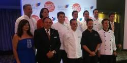 El equipo de chef junto a los organizadores